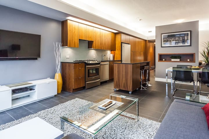 CHIC DOWNTOWN w/ NESPRESSO, PARKING - Vancouver - Loft