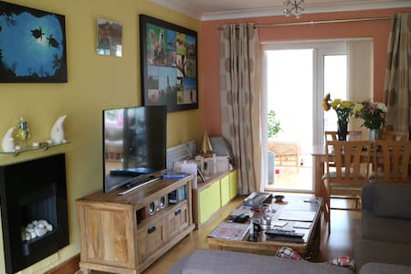 2 bedroom house close to Hertford North Station - Hertford