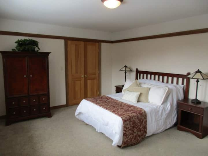 LAKE WALLENPAUPACK - LAKEFRONT ESTATE -Room 203