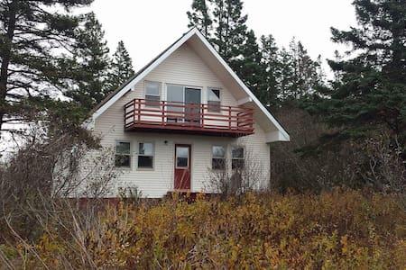 Rustic A-Frame Cottage - Parrsboro - 小木屋