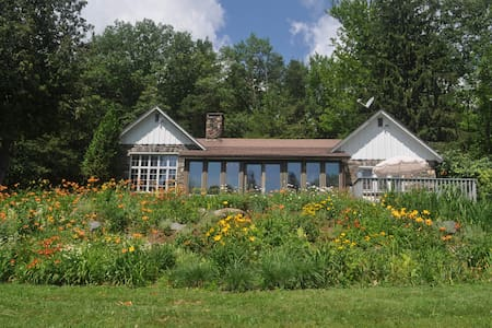 4 Season Secluded 3 Bedroom House with Lake Views - Windham