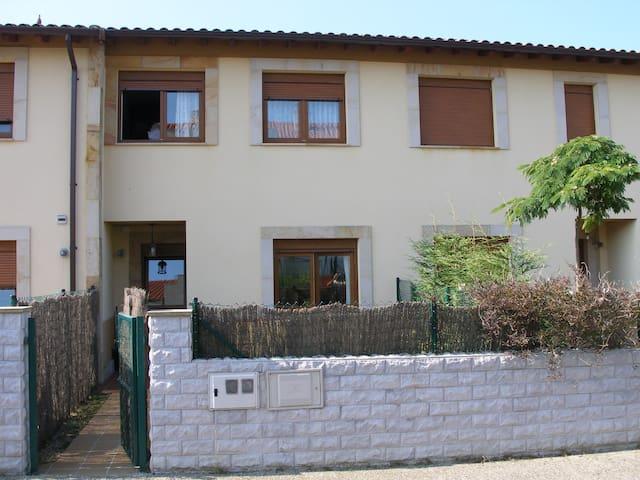 Acogedora vivienda rural en Prellezo - Kantabrien - Haus