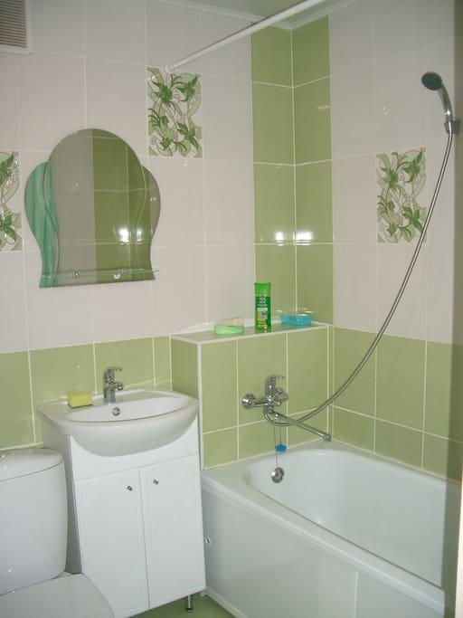 Новая, чистая ванная комната