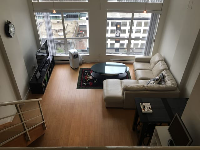 New York Style Down Town Loft One Bed in Yaletown