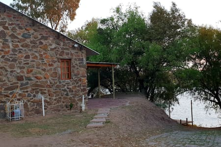 Lavender Cottage - spacious, on river bank