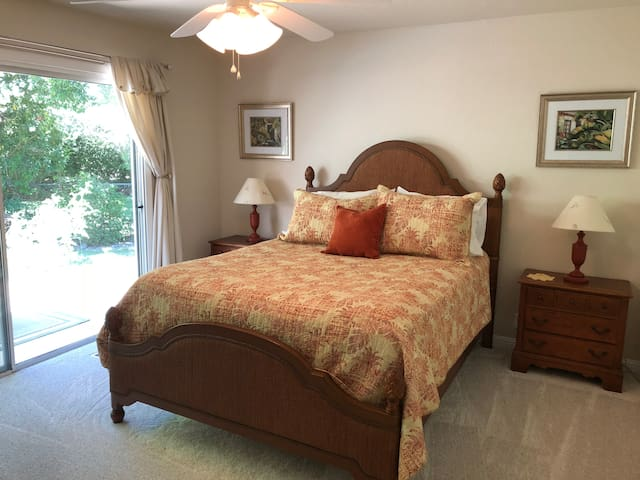 Charming Spacious Folsom 1 Bedroom With Pool View