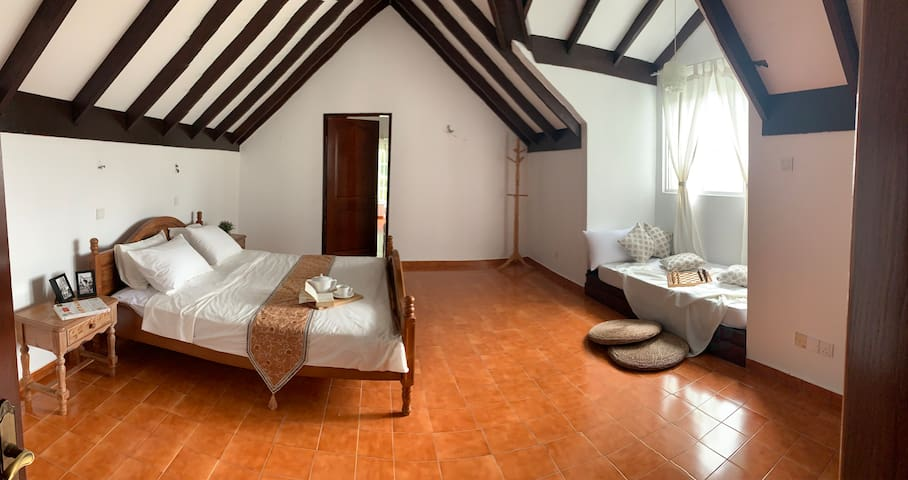 Aster Family Suite - Room 1
