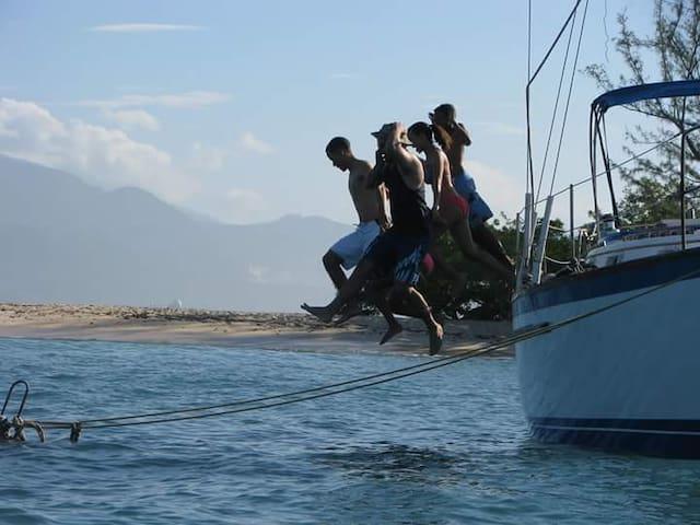 40ft sailboat at anchor,Montego Bay