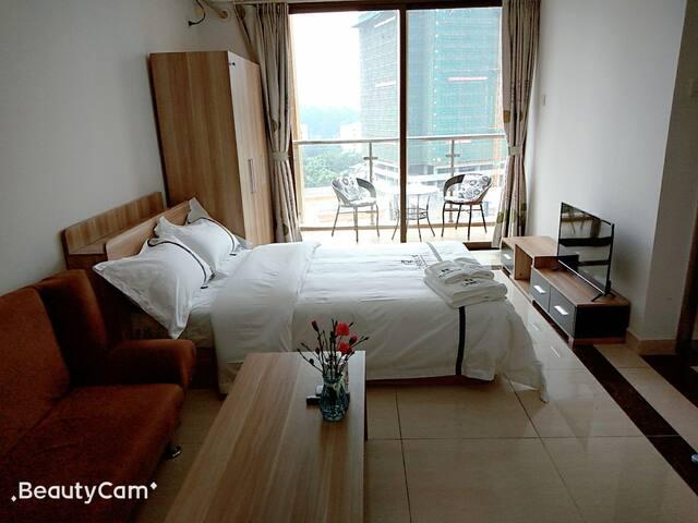 简约舒适的行政大床房42平米的1.2米大床房公寓,可住2人。