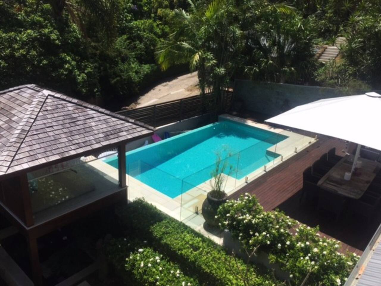 Private entertaining deck, cabana & wet edge pool