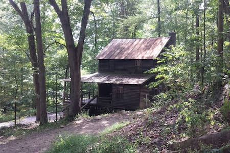 Very Very Rustic Cabin by the River-Walk to trails - Ev