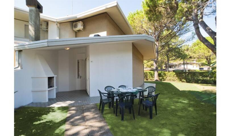 Trilocale in Villaggio con Piscina - OLIMPIA - Bibione - Huis