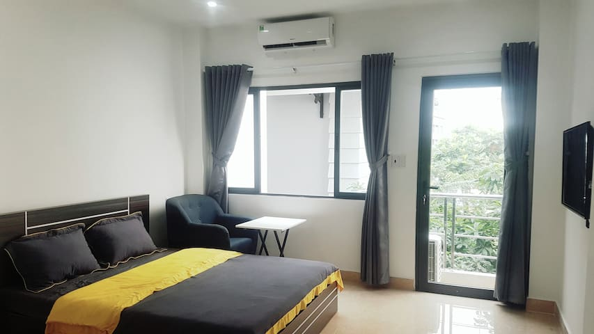 Sky-high apartment with airy balcony-Thao Dien 401