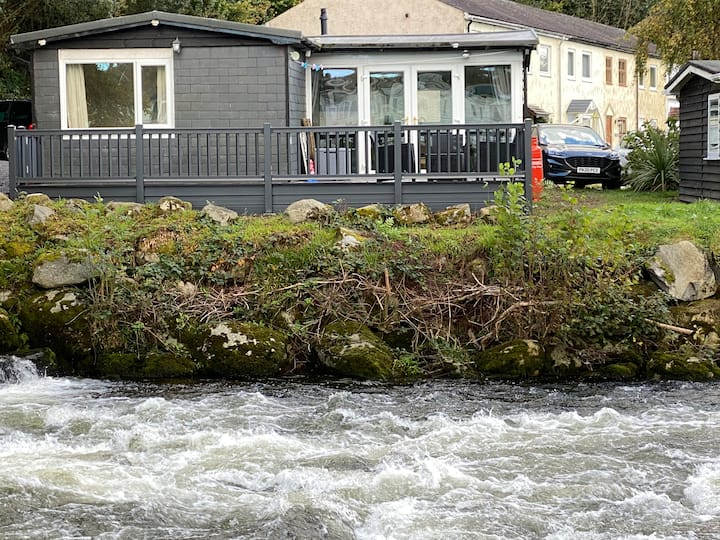 Stunning 3 Bed Riverside Cabin in Snowdonia 241