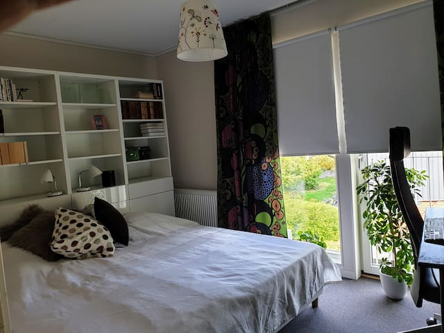 Room 1 (2 beds, 90x200 cm). Can be separated.