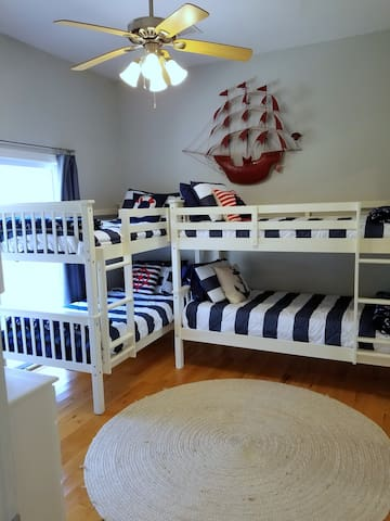 Double bunkbeds for the kiddos.