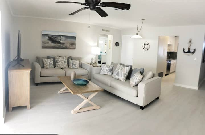 Sombrero Beach 2 bedroom apartment close to Beach!