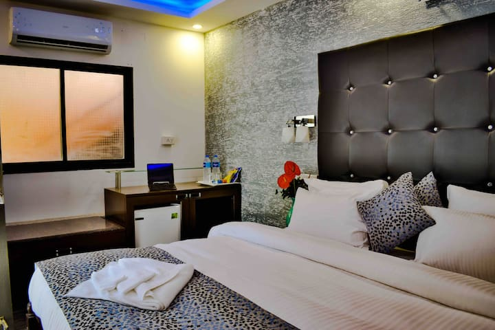 Luxe Room with Pool 600 mtrs to Candolim Beach