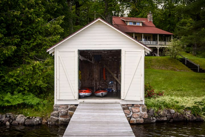 Fantastic Family Lakefront Cottage with Dock