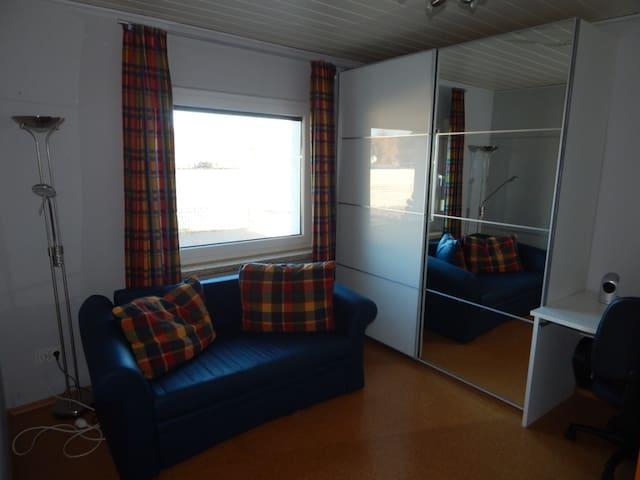 Kleines Gästezimmer in ruhiger Lage - Schwanewede - Huis