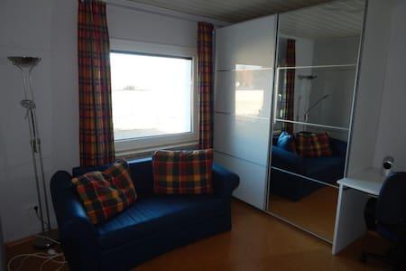 Kleines Gästezimmer in ruhiger Lage - Schwanewede - บ้าน