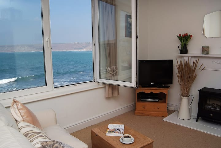 Stunning Sea Views at The Little Bo Cafe Apartment