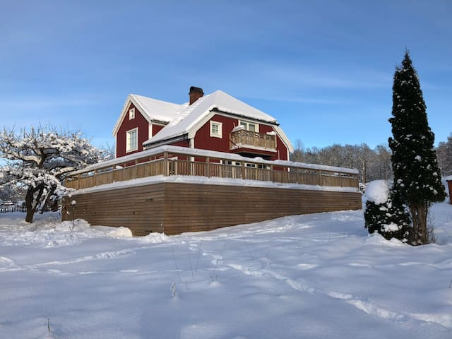 House next to cross country & alpine skiing