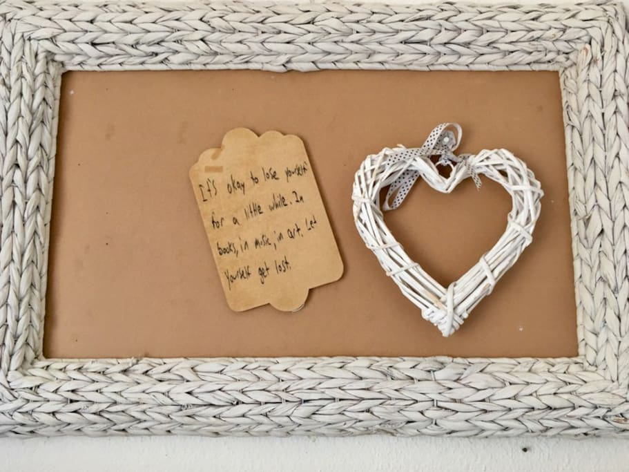 Wall art to pin words or photos to share memories to other guests