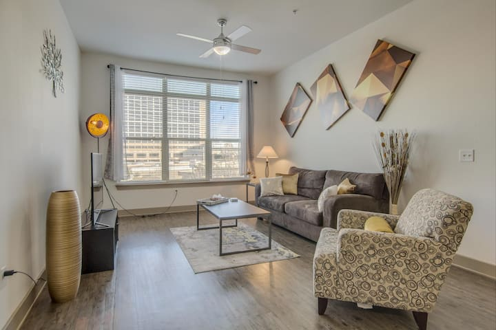 The Best Two-Bedroom + den in North Dallas
