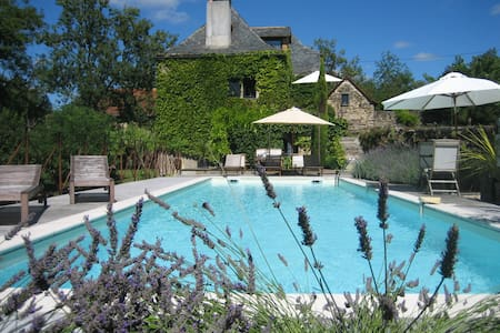 Beautiful 18th century farmhouse with pool - Vailhourles