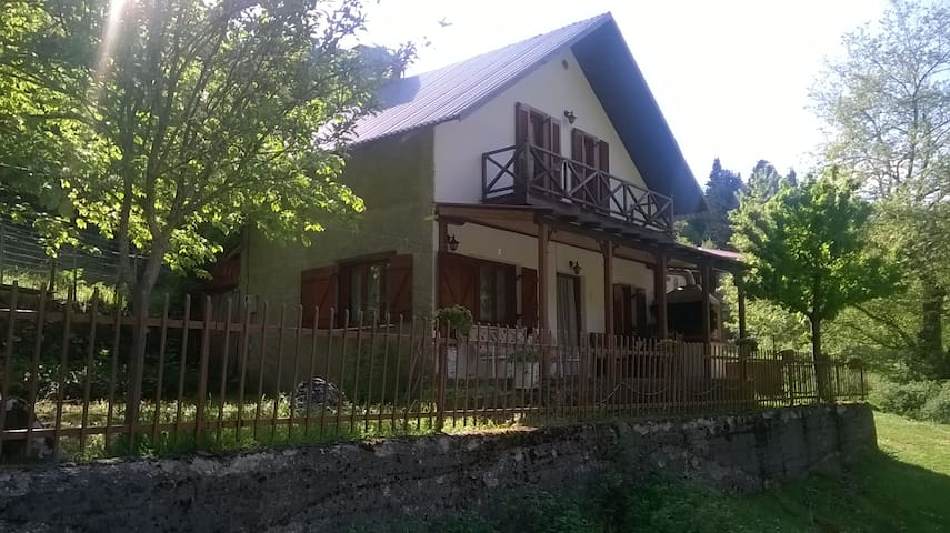 peacefull house in pindos mountain - Drosochori - Casa