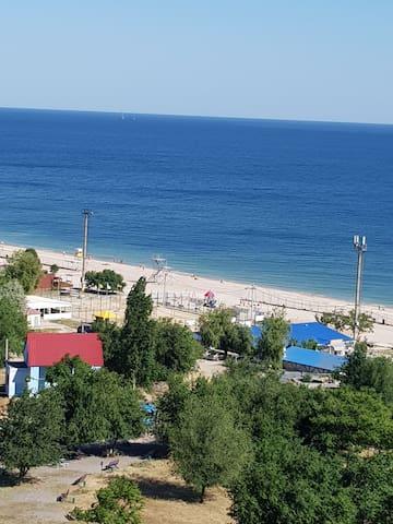 Квартира на берегу моря с панорамным видом.