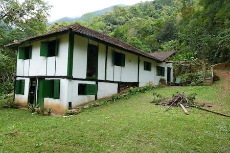 Bela Casa na Serra - Sana