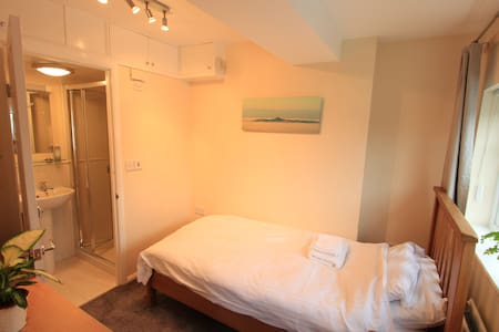 Wildwood's Retreat - Single room with en-suite