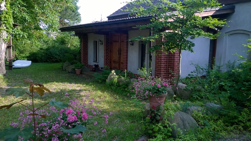 Uckermark, großes Ferienhaus in naturbel. Garten