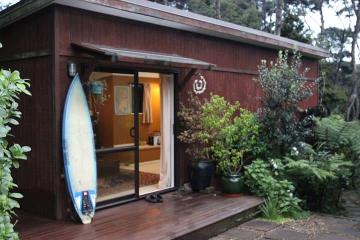Peaceful Murawai Cabin - Waimauku - Kulübe