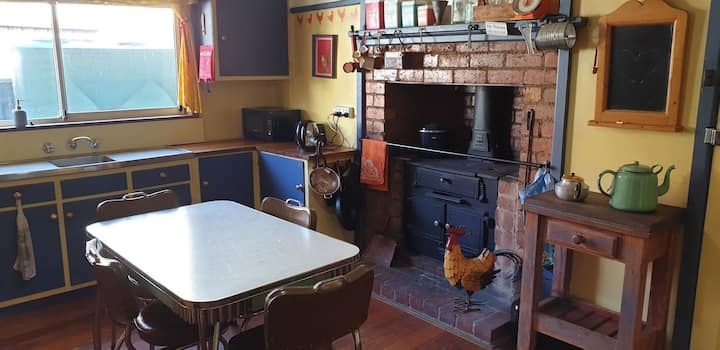 Stays At Retro Rai's - Pet friendly and secure.