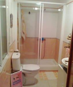 Habitación cama matrimo baño propio - A Coruña
