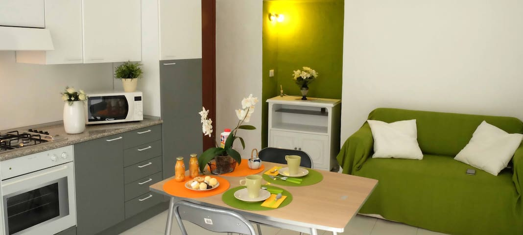 Apt. for 2 people, air conditioning, metro 100 mt - Milán - Apartamento