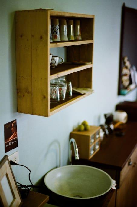 客廳小吧台可以泡茶、沖咖啡