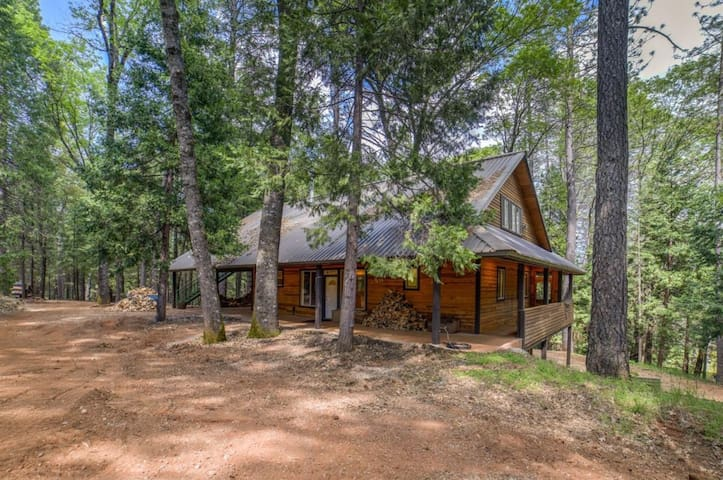 Secluded Home on 150 acres in Garden Valley