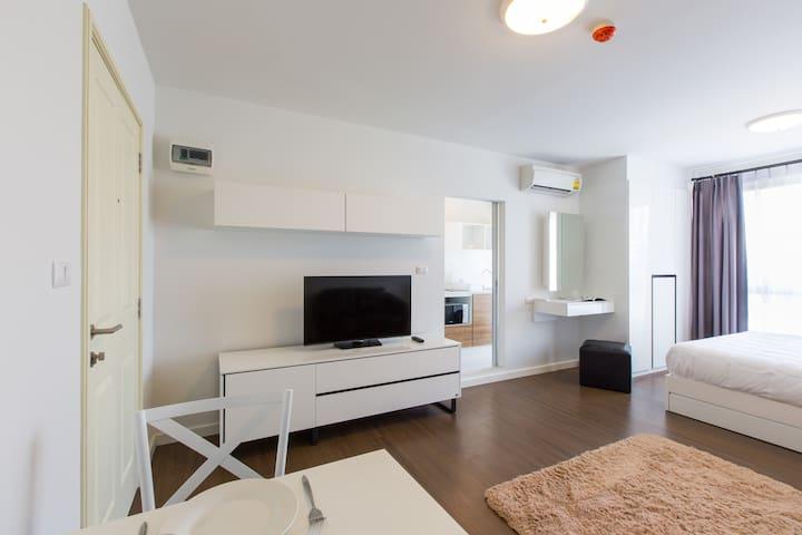 Apartment with kitchen near beach