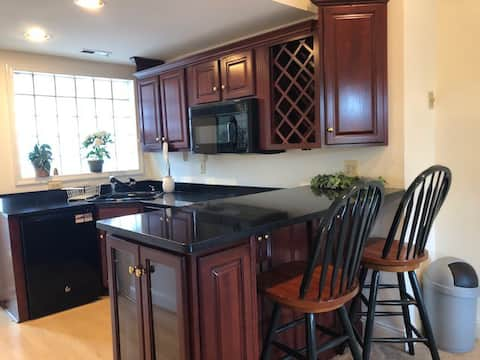 Luxury One Bed, Prime Location! Patuxent Suite