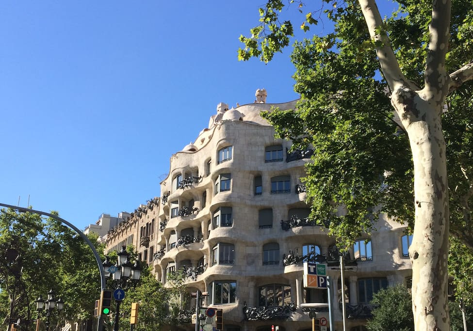 Ideally located just behind La Pedrera - famous Paseo de Gracia