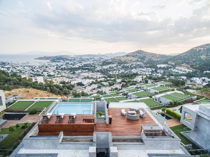 Amazing view 4+1 penthouse with pool on the roof