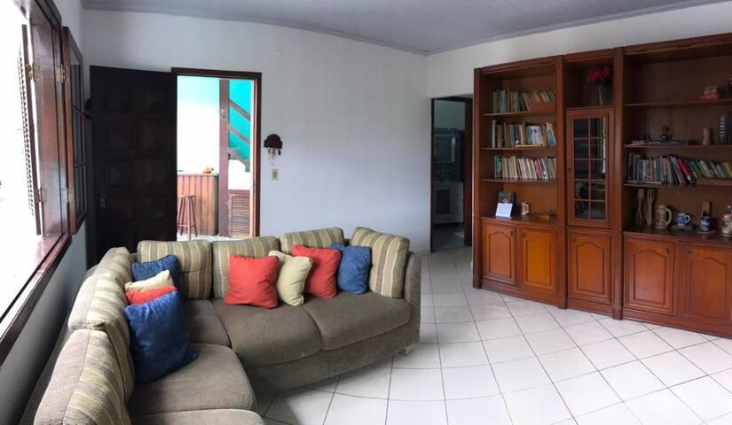 Casa em Angra. Cantagalo- Praia de garatucaia.