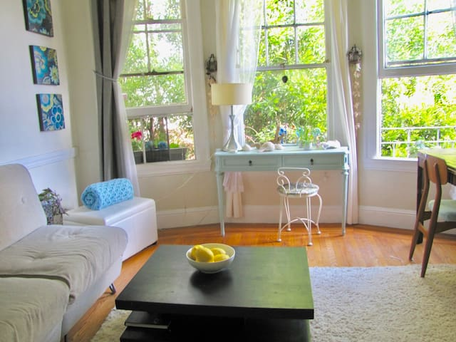 Gorgeous Monthly 1 Bedroom with  Parking