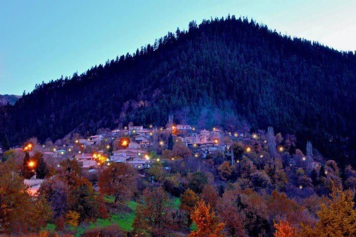 Πανέμορφο σαλέ,σε ελατόφυτο χωριό στα Βαρδούσια