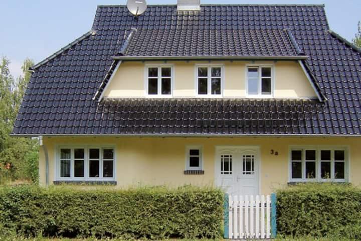 Niedliche Dachgeschosswohnung im Ferienhaus Mieke