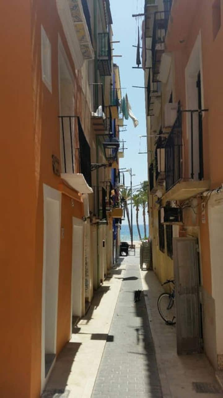 Groundfloor studio: old town of La Vila -incl WIFI